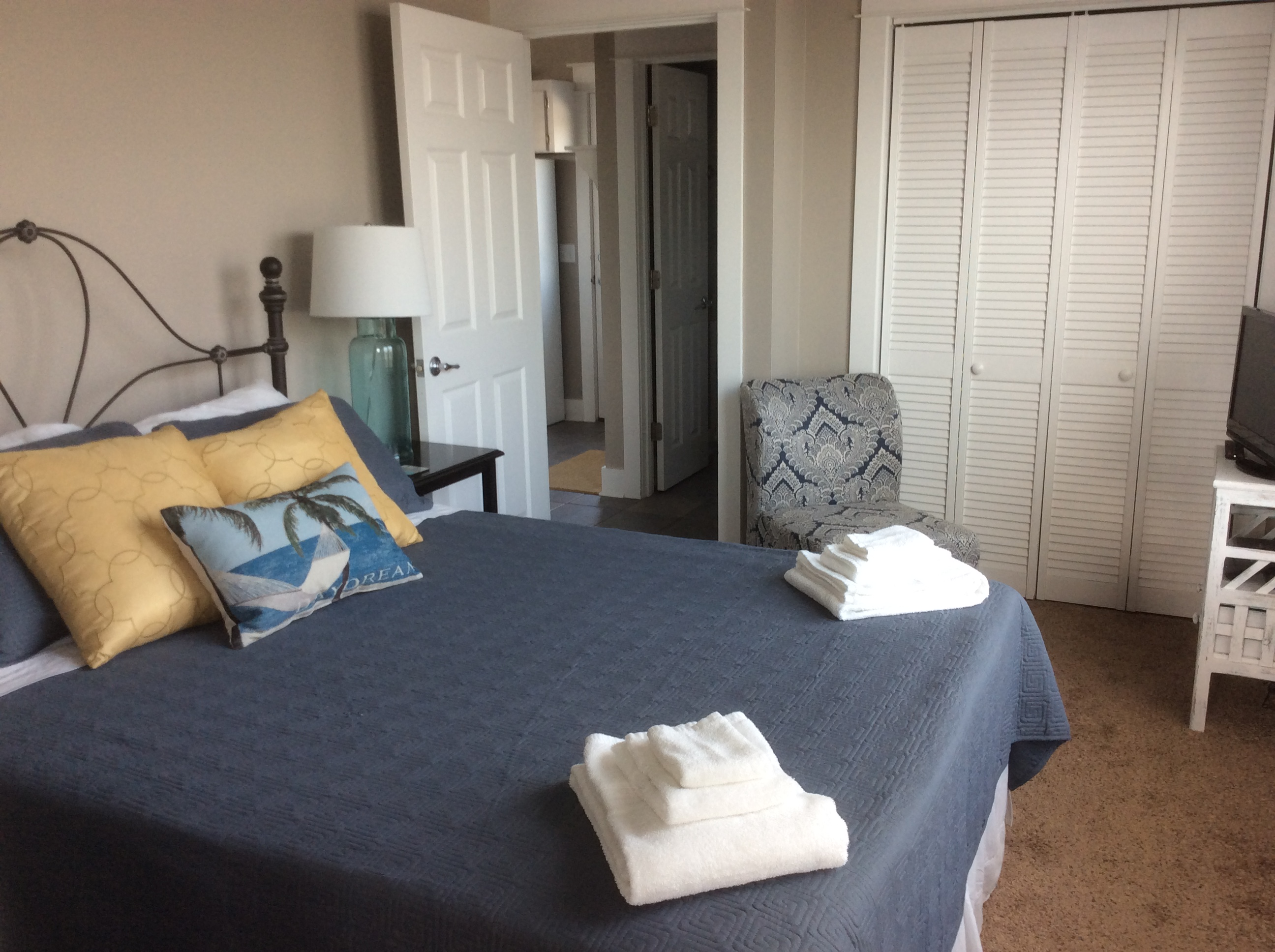 East queen bedroom